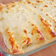 Creamy Chicken Enchiladas with White Sauce is made with flour tortillas, shredded chicken, mozzarella, green chiles and a delicious white cream sauce! Used with beef enchiladas! White Sauce Enchiladas, Cheesy Chicken Enchiladas, Beef Enchiladas, Mexican Dishes, Mexican Food Recipes, Dinner Recipes, Mexican Meals, Greek Recipes, Family Recipes