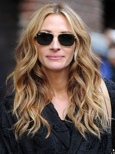 #HairWaves #Waves #Wavyhair #HairWithWaves #beauty #hair #hairproducts #professionalhairproducts #salonproducts #distributor #BeautyProDistributor Julia Roberts Blond, Cheveux Julia Roberts, Blonde Wavy Hair, Tousled Hair, Corte Y Color, Long Hair Cuts, Great Hair, Gorgeous Hair, Amazing Hair