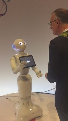 #analyze RT AyleeNielsen: A riveting conversation between dez_blanchfield and Pepper the robot at #ibmwow http://pic.twitter.com/83C14YUGSg   Databases.W (@Databases4unow) October 24 2016