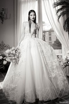 YolanCris Fall/Winter 2016 #Wedding Dresses — #Couture Capsule #Bridal Collection | Wedding Inspirasi #weddinggown #weddingdress #fashion #inspiration #ballgown #pretty