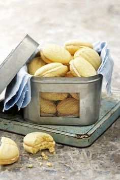 Kinders is veral baie lief vir dié koekies wat so wil-wil smelt in jou mond Baking Recipes, Cookie Recipes, Dessert Recipes, Oven Recipes, Coffee Biscuits, Baking Biscuits, Baking Cookies, Biscuit Cookies, Yummy Cookies