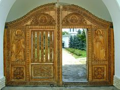 Wooden gates of the monasteries are beautiful (Zamfira Monastery) Wooden Gates, Home And Away, Entrance, Mirror, Architecture, Spaces, Beautiful, Country, Home Decor