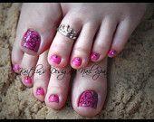 Pink & Black Lace Gel Artificial Toenail by KaitlinsDesignerNail Toe Nail Flower Designs, Cute Pedicure Designs, Toenail Art Designs, Pedicure Colors, Colorful Nail Designs, Manicure And Pedicure, Nail Spa, Pedicure Ideas, Nail Ideas
