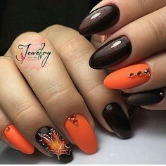 Manicure with leaves - 5 nail art ideas for autumn Latest Nail Designs, Fall Nail Art Designs, Gelish Nails, Nail Manicure, Gel Nail Art, Acrylic Nails, Metallic Nails, Nail Polish, Trendy Nails