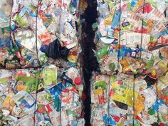 Plastique et cartons triés, prêts pour le recyclage