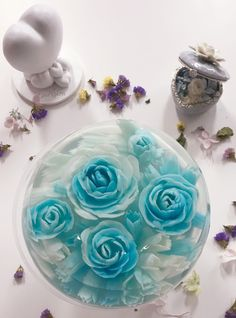 Just blue and white roses in the jello cake Art Cakes, Cake Art, Blue And White Roses, 3d Jelly Cake, Jelly Flower, Jello Cake, Fruit Decorations, Veg Recipes, Perfect Food