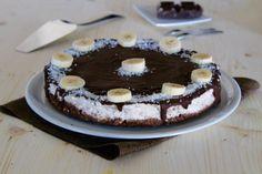 Cheesecake alla banana e cioccolato è un dolce al cucchiaio fresco e gustoso, ideale per tutta la famiglia nelle calde giornate e non solo.