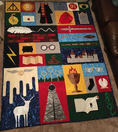 Potter Quilt for Christmas! My sister made this awesome Harry Potter quilt for Christmas!My sister made this awesome Harry Potter quilt for Christmas! Baby Harry Potter, Harry Potter Symbols, Harry Potter Quilt, Harry Potter Nursery, Quilt Baby, Boro, Harry Potter Lufa Lufa, Quilting Projects, Sewing Projects