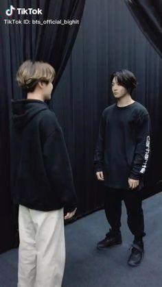 halloween memes 🎃 𝑩𝒕𝒔 𝑯𝒂𝒍𝒍𝒐𝒘𝒆𝒆𝒏 𝒕𝒊𝒌𝒕𝒐𝒌 ~ 𝑱-𝒉𝒐𝒑𝒆 & 𝑱𝒖𝒏𝒈𝒌𝒐𝒐𝒌 Jimin Jungkook, Hoseok Bts, Bts Bangtan Boy, Bts Taehyung, Seokjin, Jungkook Songs, Jungkook Funny, Bts Video, Foto E Video