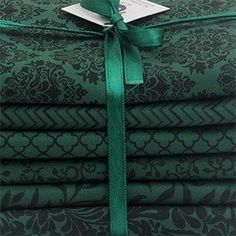"Kit de tecidos ""Classical Green"" Motif Design, Fabric Design, Pattern Design, Printed Silk Fabric, Printing On Fabric, Crochet I Cord, Textiles, Fabric Yarn, Lace Embroidery"