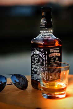 Jack Daniel's Celebrate the good times! Whiskey Girl, Cigars And Whiskey, Scotch Whiskey, Whiskey Bottle, Bebidas Jack Daniels, Jack Daniels Drinks, Jack Daniels Whiskey, Jack Daniels Single Barrel, You Don't Know Jack