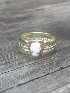 Idylliz : 228. Mooie gouden ring door twee trouwringen samen te voegen.