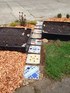 Mosaic stepping stone path Stepping Stone Paths, Mosaic Garden Art, Garden Ornaments, Yard Ideas, Mosaics, Stained Glass, Gardening, Quilts, Outdoor Decor