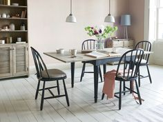 How do you feed a lot of people in a small space? With this clever extendable kitchen table, that's how! We love the farmhouse style. Farmhouse Kitchen Tables, Wooden Kitchen, Kitchen Chairs, Dining Chairs, Dining Area, Space Furniture, Furniture For Small Spaces, Furniture Design, Kitchen Table Small Space