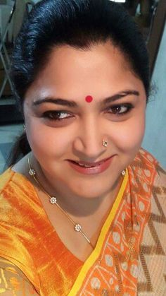 South celeb Khushboo in zari Kota saree Beaded Jewelry Designs, Gold Jewellery Design, Gold Chain Design, Gold Jhumka Earrings, Gold Mangalsutra Designs, Real Gold Jewelry, Diamond Necklace Set, Jewelry Model, Chains