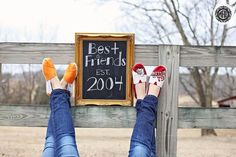 What are you doing for spring break? Traveling? Staying in? Hopping around town? Here are a few super cute photos to capture all the fun memories with your friends during the break!  [Source: Pinterest]
