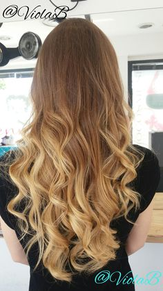 wavy blonde balayage hair