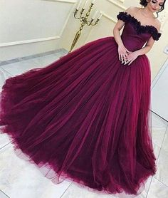 Formal Prom Dresses, Beautiful Prom Dresses Ball Gown Floor-length Sexy Prom Dress Evening Dress Whether you prefer short prom dresses, long prom gowns, or high-low dresses for prom, find your ideal prom dress for 2020 Ball Gowns Evening, Ball Gowns Prom, Ball Dresses, Evening Party, Elegant Prom Dresses, Beautiful Prom Dresses, Formal Evening Dresses, Formal Prom, Dress Formal