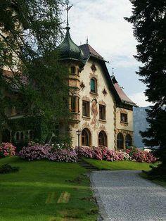 Villa Hämmerle (Dornbirn), Austria - not a cottage, but a beautiful home and lovely garden Beautiful World, Beautiful Homes, Beautiful Places, Beautiful Architecture, Beautiful Buildings, Villa, Victorian Homes, My Dream Home, Dream Homes