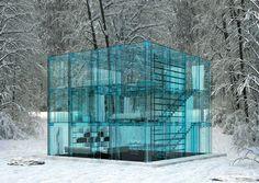 Cube en verre / Icecube House © Santambrogio Discover the amaizing view from this house >>> http://magimmo.seloger.com/a-la-une/architecture/cube-de-glace-la-maison-de-verre-t225243