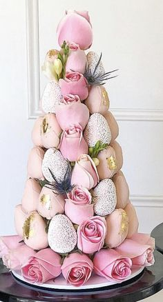 Edible Fruit Arrangements, Strawberry Tower, Strawberry Decorations, Chocolate Gifts, Chocolate Art, Chocolate Dipped Strawberries, Candy Bouquet, Cake Art, Easter Crafts
