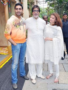 Aishwarya with husband Abhishek and father in law Amitabh Bachchan Actress Aishwarya Rai, Aishwarya Rai Bachchan, Amitabh Bachchan, Bollywood Actress Hot Photos, Bollywood Actors, Hollywood Actresses, Indian Actresses, Bachchan Family, Actress Feet