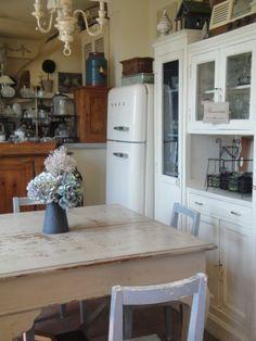 mobili dipinti ed invecchiati