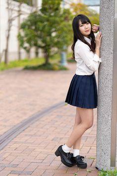 School Girl Japan, School Girl Dress, Cute Asian Girls, Cute Girls, American Apparel Tennis Skirt, Cute School Uniforms, Maid Cosplay, Girls In Mini Skirts, School Fashion