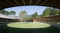 "UNUSUAL VILLA A ""drop"" of architecture designed by Sigheru Ban at Sengokubara"