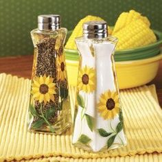 Sunflower Salt & Pepper Shakers - Table Top & Entertaining - Kitchen - Walter Drake** Yellow and green accent plates! Country Kitchen, New Kitchen, Kitchen Helper, Updated Kitchen, Sunflower Themed Kitchen, Yellow Cottage, Rose Cottage, Kitchen Themes, Kitchen Ideas