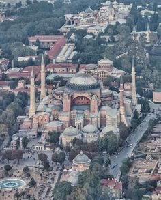 Hagia Sofia museum with the much smaller Hagia Eirene church in the background . In the very back: Topkapi Palace. Places To Travel, Places To See, Turkey Destinations, Mercedes Vito, Turkish People, Hagia Sophia, Istanbul Turkey, Travel Goals, Continents