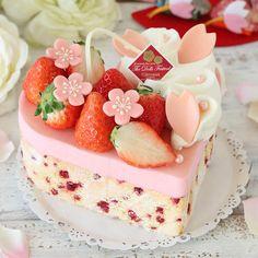 Köstliche Desserts, Delicious Desserts, Dessert Recipes, Pretty Birthday Cakes, Pretty Cakes, Vintage Sweets, Just Cakes, Strawberry Cakes, Creative Cakes