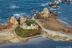 La Bretagne entre terre et mer. La maison de Castel Meur à Plougrescant