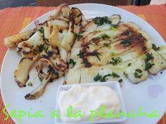 Sepia a la plancha Fish Recipes, Meat Recipes, Seafood Recipes, Mexican Food Recipes, Cooking Recipes, Healthy Recipes, Pescado Recipe, How To Cook Octopus, Tapas