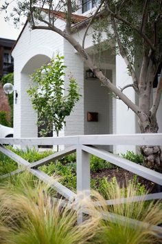BECKI OWENS- Spring Curb Appeal: Pretty Fences and Boarders