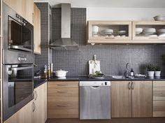 Dark mosaic tile as backsplash, wooden kitchen cabinets Kitchen Cabinets Models, Wooden Kitchen, Kitchen Cabinet Design, Wooden Kitchen Cabinets, Kitchen Models, Kitchen Redesign, Modern Wooden Kitchen, Kitchen Furniture Design, Home Kitchens