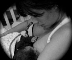 Em tempo de campanhas sobre a importância da amamentação, a atriz Dani Suzuki deu sua contribuição e postou uma foto alimentando o pequeno Kauai na tarde de segunda-feira (22). O primeiro bebê da moça nasceu em junho deste ano e é fruto do seu relaci