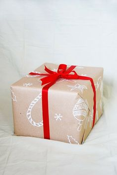The Pink Doormat: Make Your Own Christmas Wrapping Paper 2013