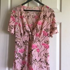 Short sleeved blouse This blouse is very comfortable. Crossover top. True to size. Has a tie in the back to adjust for comfort or style. Smoke/pet free. Never dryer use. Cato Tops Blouses