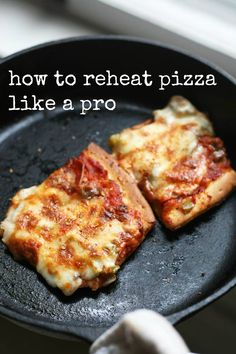 Whatever you do, don't reheat your pizza in the microwave! Use this method for hot, crispy pizza. Repin to save.