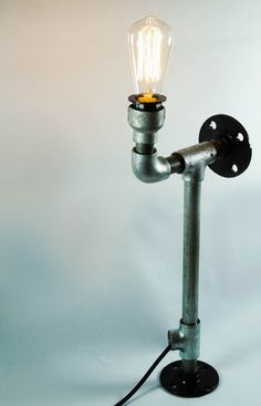 UNFUSSY INDUSTRIAL TABLE LAMP