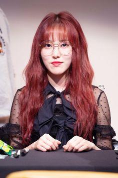 South Korean Girls, Korean Girl Groups, Gfriend Yuju, Fandom, Wearing Glasses, G Friend, K Idols, Red Hair, Anime