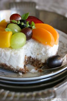 Coconut Cake with Seasonal Fruit: incredibly easy to make and only requires a handful of ingredients (raw, vegan).
