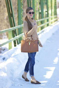 Boyfriend jeans, sweater and leopard loafers