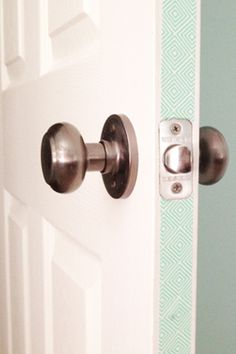 20 Washi Tape Ideas - Create a peek a boo pop of color in doorways.sides of our barn door, perfect (I LOVE Washi Tape! Washi Tape Crafts, Diy Crafts, Washi Tapes, Ideias Diy, Masking Tape, Washi Tape Door, Duct Tape, Home And Deco, Diy Room Decor