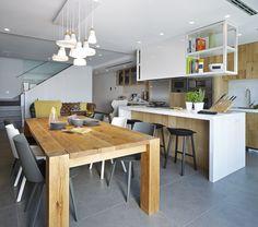 Molins Interiors // arquitectura interior - interiorismo - decoración - casa - cocina - kitchen - isla - mesa - taburete - sala de estar - living room