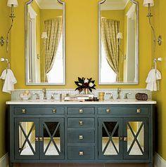 Contrasting gold and grey create drama in this sophisticated bathroom (such as CIL Prairie Grass 35YY 61/431 and Great Grey 50BG 14/036). #CILserenity | Le contraste du gris et du doré donne un petit côté théâtral à cette salle de bain élégante. Essayez par exemple les nuances Herbes de la prairie (35YY 61/431) et Grand gris (50BG 14/036) de CIL. #CILserenity