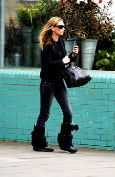 Kate Moss Fashion, News, Photos and Videos - Vogue Moss Fashion, Curvy Fashion, Daily Fashion, Womens Fashion, Fashion Trends, Fashion Inspiration, Best Winter Boots, Goth Shoes, Kate Moss Style