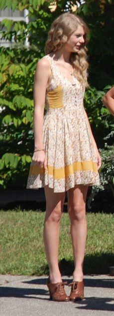Taylor Swift ; Christ Church in Kennebunkport, Maine, August 2010 ; Modcloth Dress, Sam Edelman Oxfords