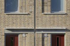 Brick Tiles, Brick Facade, Brick Architecture, Architecture Details, Brick Projects, Brick Works, Brick Construction, Social Housing, Brick And Stone